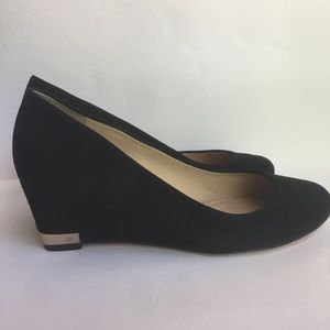 Tory Burch Suede Closed Toe Wedges Pumps Sz 8